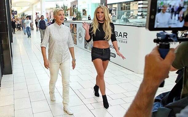 Britney mostró su irreverencia junto a Ellen