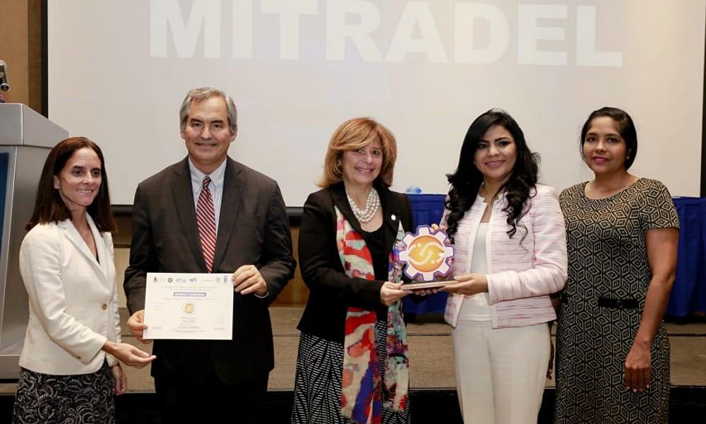 Miguel Angel Marcano Banesco Panamá recibio certificación oro por Igualdad de Genero