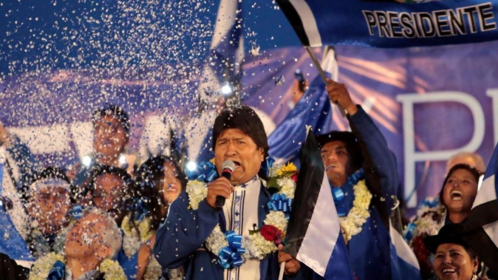 """El candidato opositor Carlos Mesa catalogó de """"un fraude escandaloso"""" la supuesta victoria de Morales"""