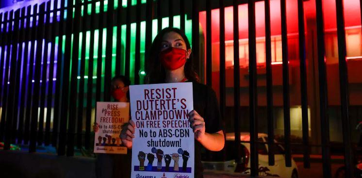 Filipinas cierra canal de televisión