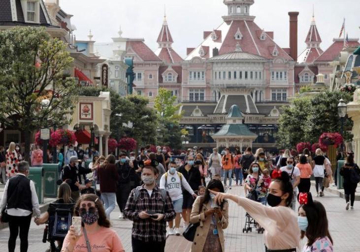 Francia exige a su población el uso de tapabocas en lugares abiertos y cerrados