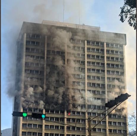 Oficinas del Ministerio de Educación arrasadas por un incendio