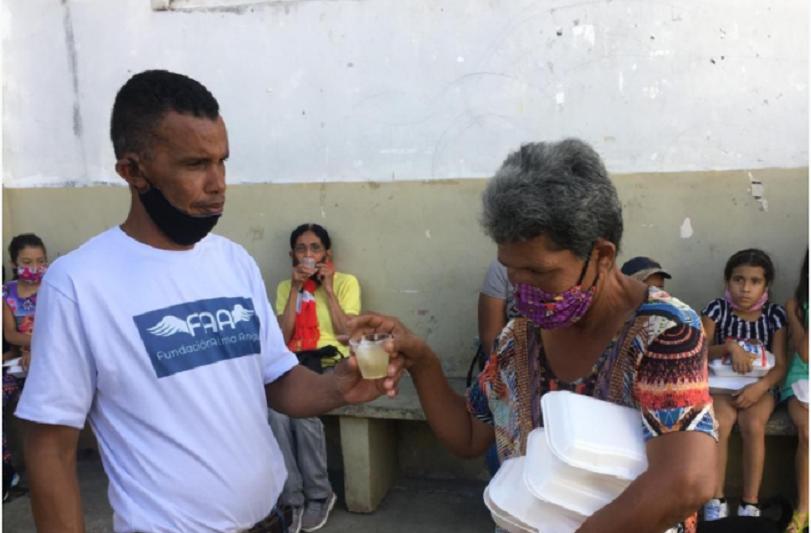Enrique Alberto Romero Domínguez - Fundación Alma Amiga llevó alimentación y vestimenta al sector El Morro de Petare - FOTO