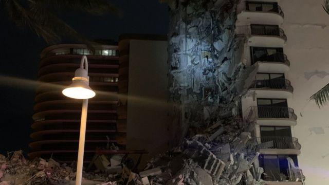 Derrumbe de un edificio en Miami deja 51 desaparecidos